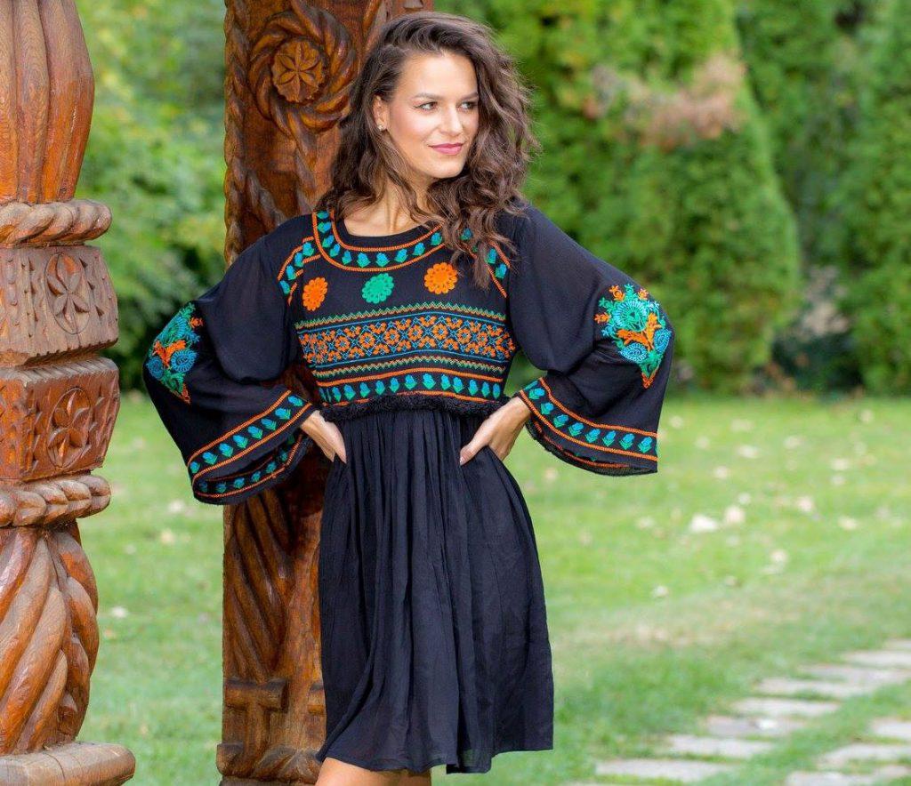 De unde s-a inspirat rochia cu motive traditionale