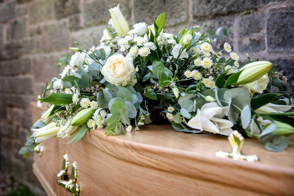 De ce trebuie sa ai in vedere colaborarea cu o firma de servicii funerare